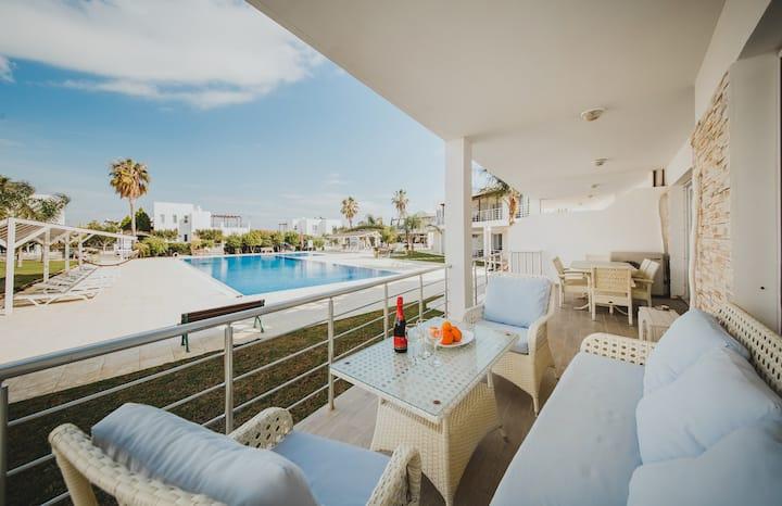 LUX апартаменты 50м от пляжа.  рядом с АКВАПАРКОМ*