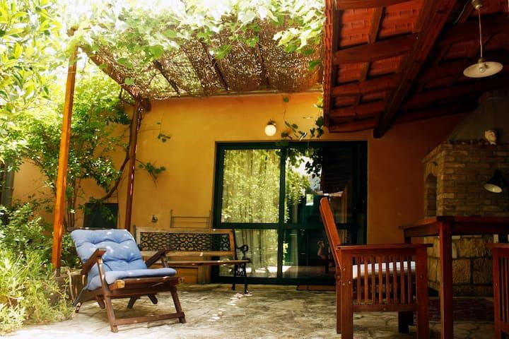 Beautiful Private Garden Studio