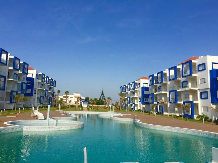 Appartement neuf-moderne avec piscine et toboggan