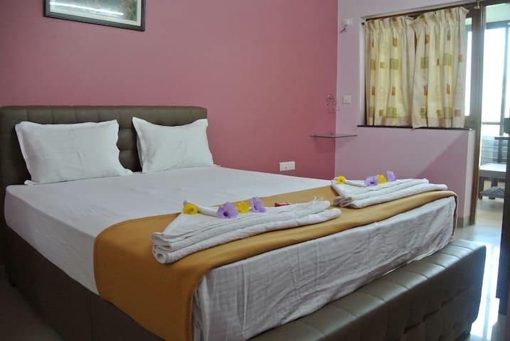 Delux / Family room for 4 near Miramar Beach