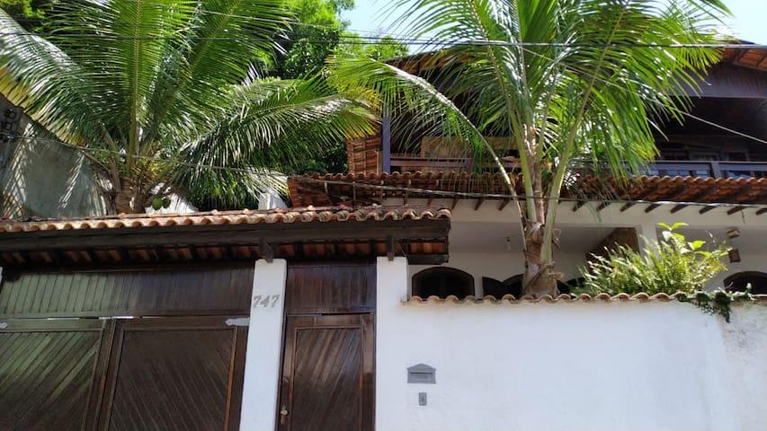 Ótima Casa Colonial de Frente para Ilha Grande