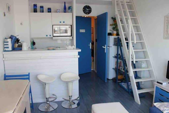 Studio avec mezzanine au Port Olonna - La chaume