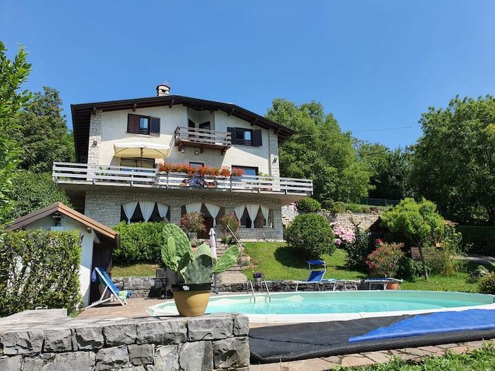 Casa Acquaviva con piscina e vista lago