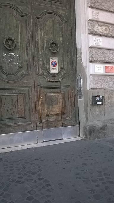 parta di ingresso al palazzo