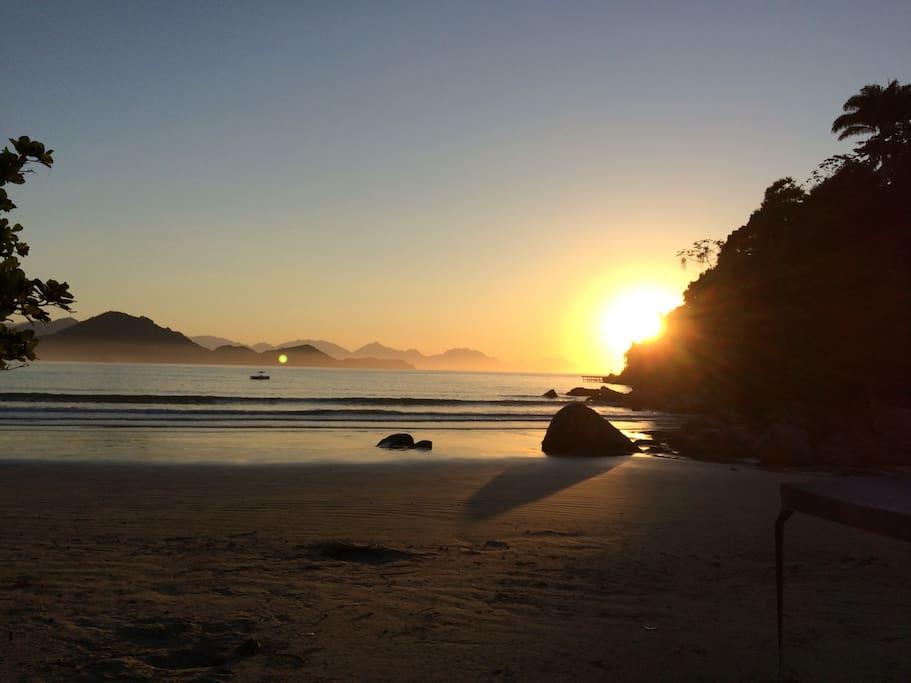 Amanhecer no Canto da Praia das Toninhas