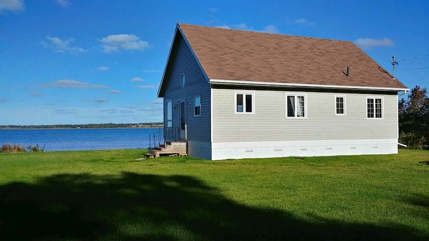 Waterfront Cottage.  20 minutes to Charlottetown