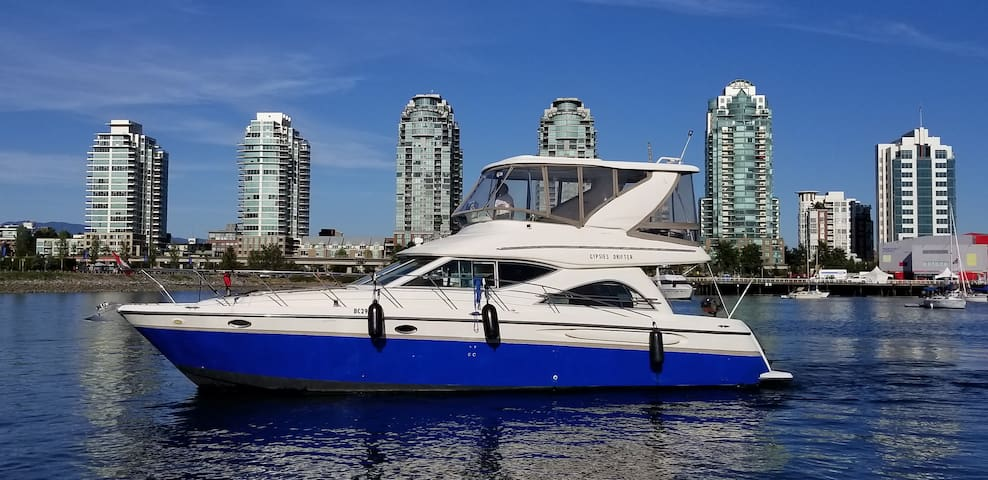 Wonderful experience lives on boat in downtown
