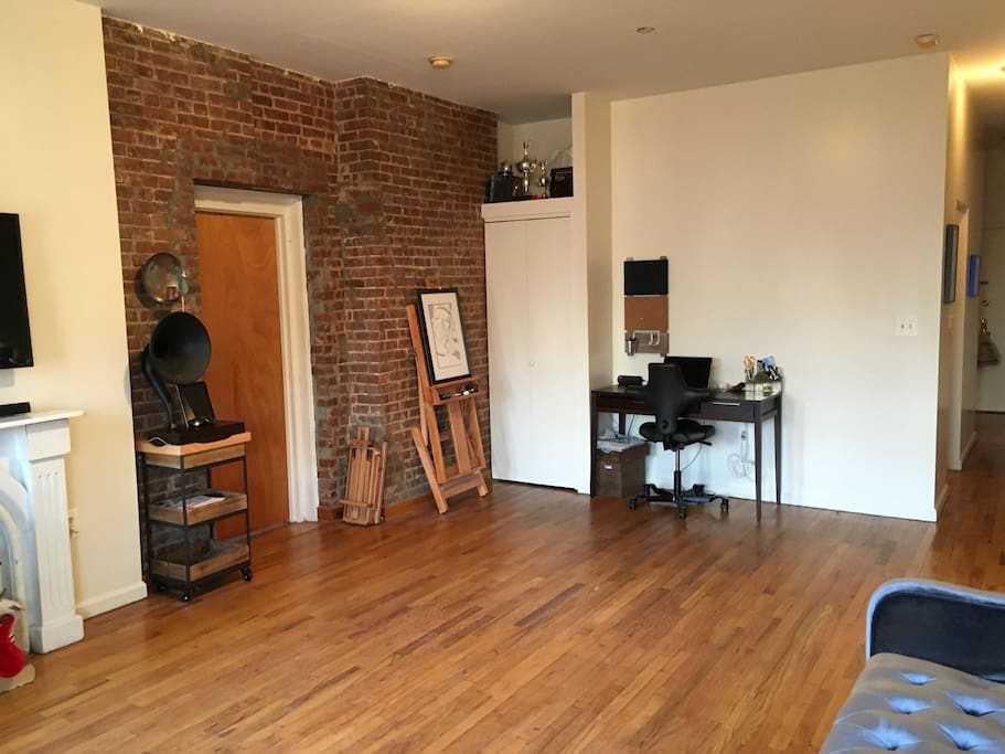Spacious 1 Bedroom Near Central Park Apartments For