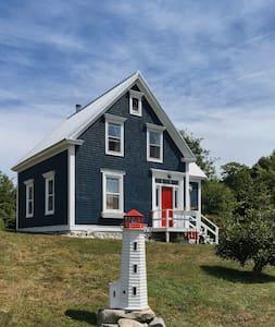 Petite Riviere Cottage near Rissers Beach