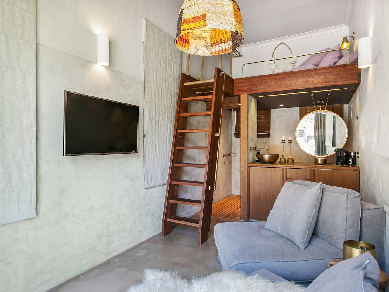 Self contained studio with double sized loft bed, bathroom with shower, and kitchenette. Flat screen tv and sofa chairs. Reverse cycle AC and heating to keep comfortable.