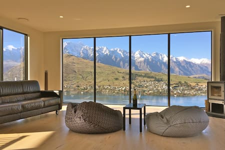 Sunny room with lake and mountain views - Queenstown - House