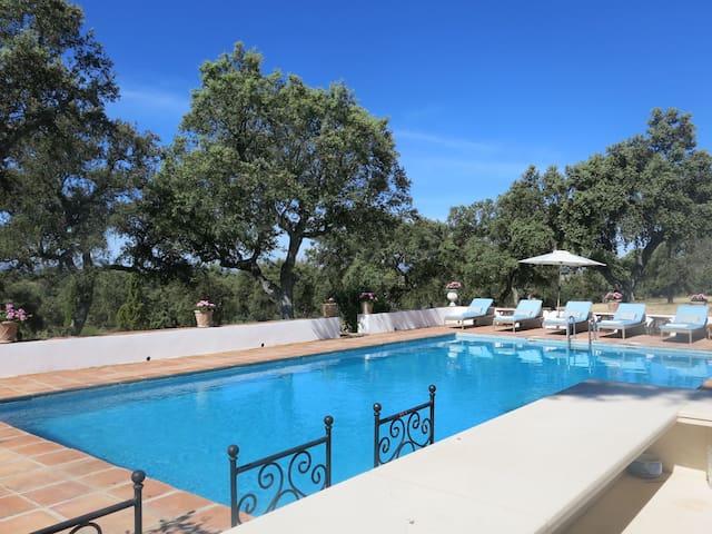 Stunning Villa, Ronda w/ Pool, Tennis, 14 guests