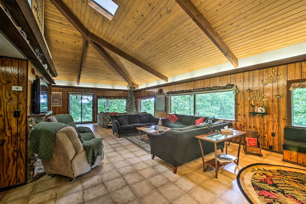 Relax under the vaulted ceilings while enjoying the views.