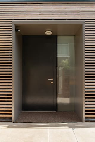 Unique new modern house in quiet Battersea street