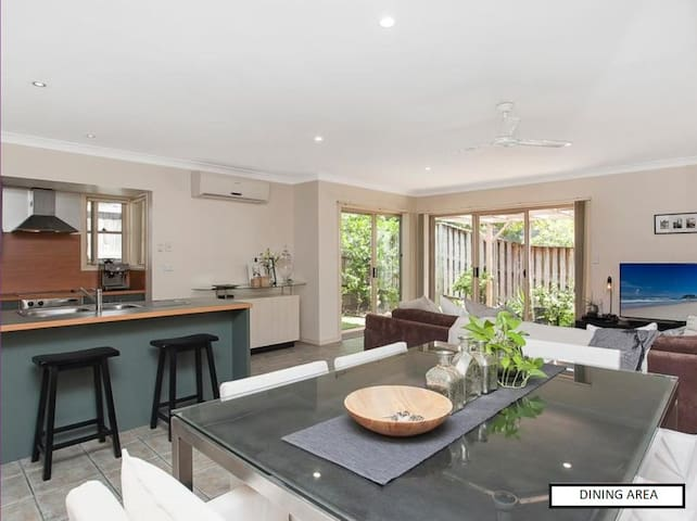 3BR mins to Burleigh beaches *Ideal for Comm.Games