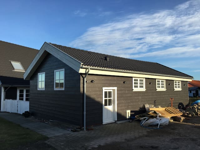 Nice house 70m2 with kitchen, bath etc. - Juelsminde