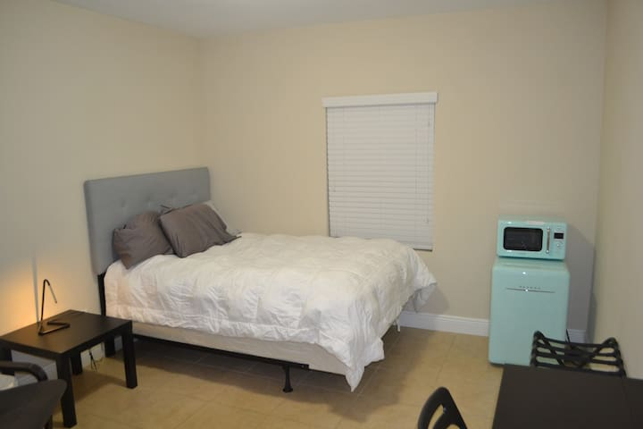 Private room and private bath in Seminole Heights.
