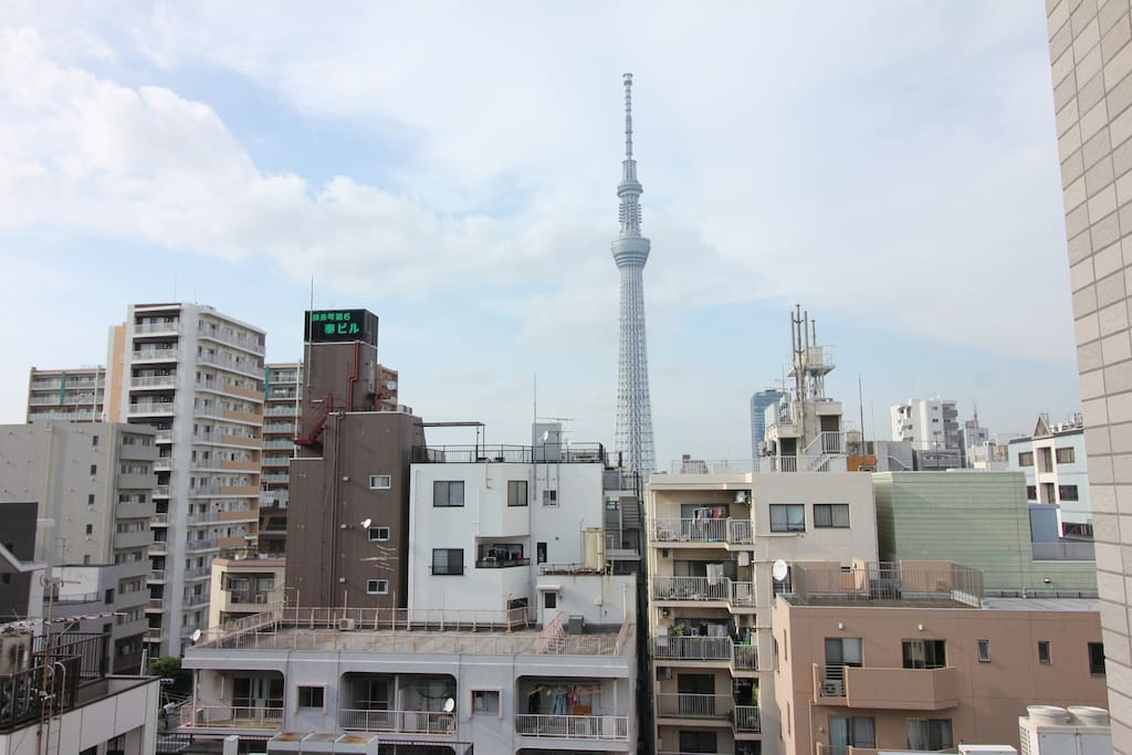 You can see the skytree form the balcony!