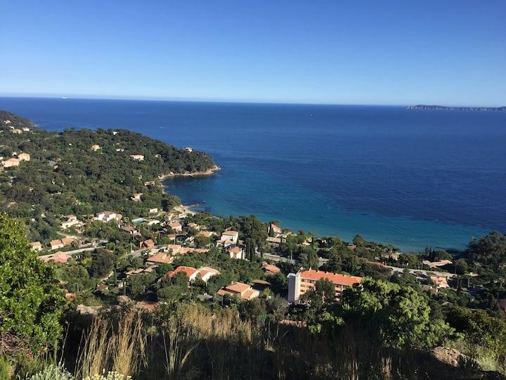 Villa avec piscine et belle vue mer