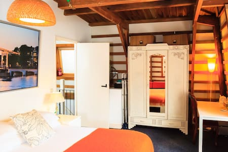 Cozy room in old city center - Ámsterdam - Bed & Breakfast