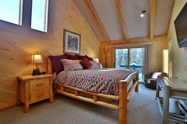Porcupine Alpine Base Camp: BR#1 (King's Suite)