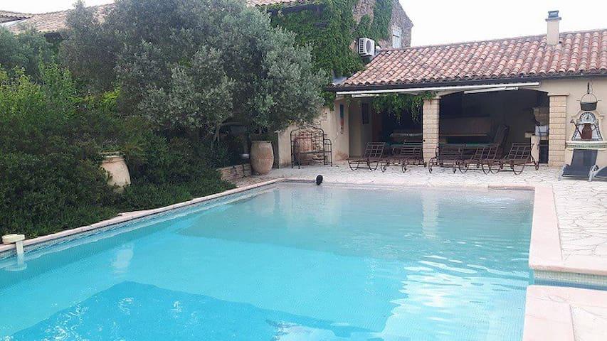 Location Mas en Provence et sont bar festif
