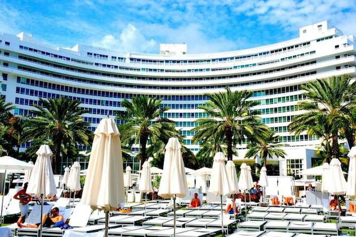 Fontainebleau Jr. Suite w/Balcony, Free Spa Passes