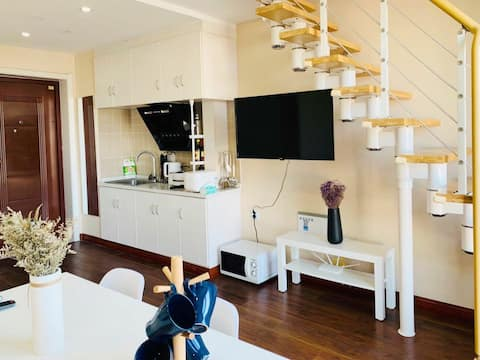 北大街loft公寓步行半山书局南大街近南大街吾悦交通便利去哪都近有厨房有投影有电视楼上卧室楼下客厅
