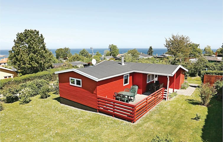 Holiday cottage with 2 bedrooms on 72m² in Allinge