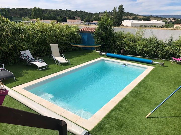 Chambre privée, piscine, proche golf Pont Royal.