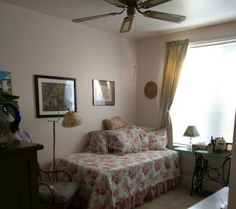 #1 twin bed comfortable clean home. - Marcus Hook
