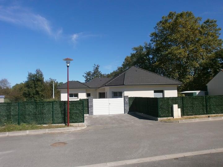 maison avec piscine et terrain de petanque