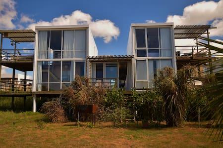 El palafito de la cañada (Duplex)