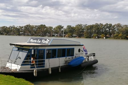 Houseboat cruiser for hire Mannum South Australia