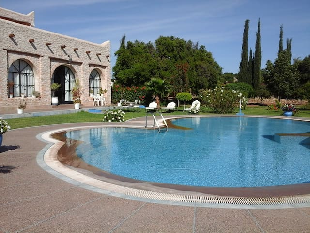 Villa Fleurie, pool, staff on site