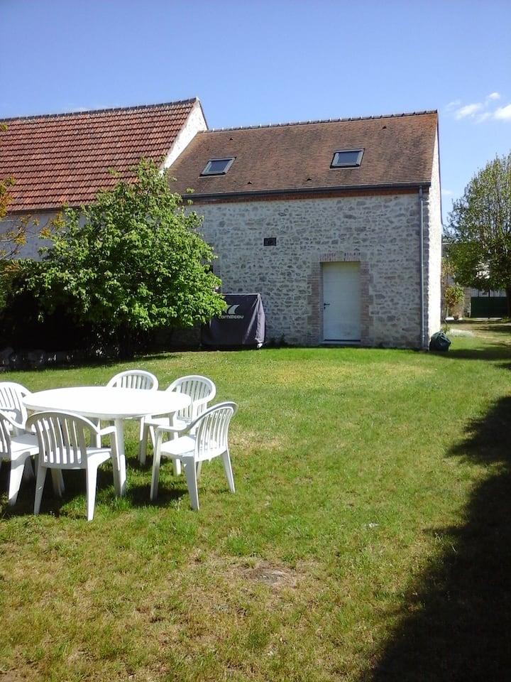 2 pièces et cuisine avec jardin, 7 km d'Orléans