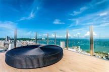 芭堤雅THE BASE公寓近海滩商城美食街Pattaya最美无边框泳池中英文服务citycenter