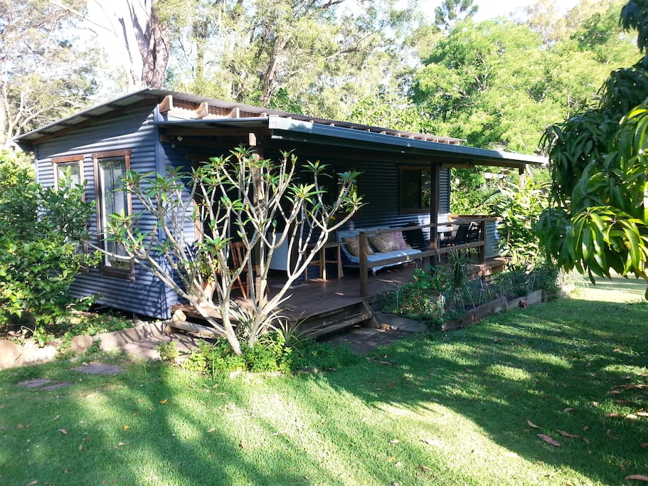 Byron shire self contained cabin mulberry madness cabins for Self contained cabin