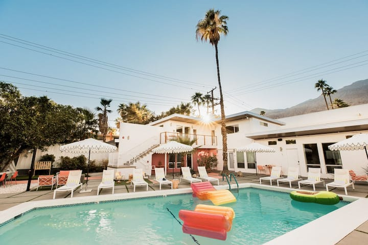 *Holiday Discount* The Wesley Buyout by AvantStay | Private Palm Springs Hotel