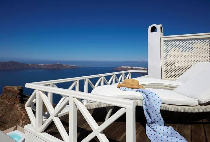 Superior Suite with private terrace & Caldera View
