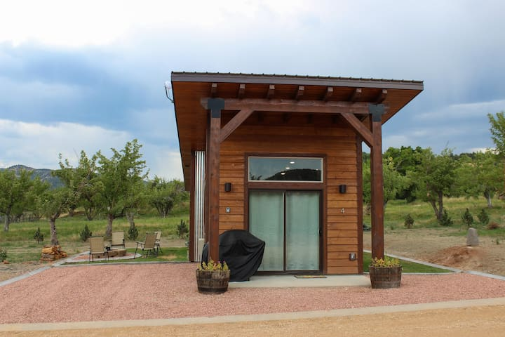 Apple Hollow Tiny House #4 (Best View)