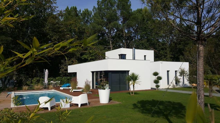 Maison d'architecte avec piscine proche Bordeaux - Saint-Aubin-de-Médoc - Ház