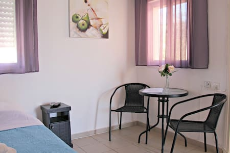 Room with shared bathroom in Happy GuestHouse - Eilat