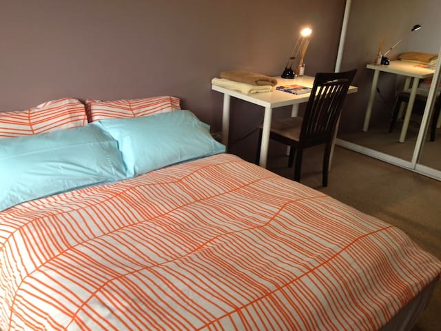 Large room with own bath - Close to CBD - Pyrmont - Pis