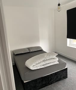 Double room in Coseley, WV14 9JU