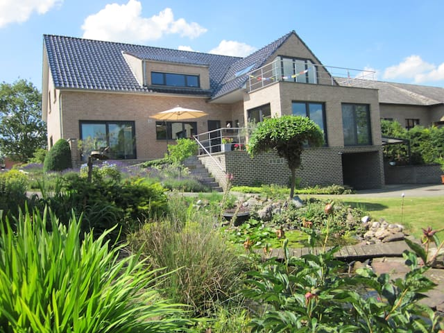 Uniek plekje aan de Maas - Kinrooi - House