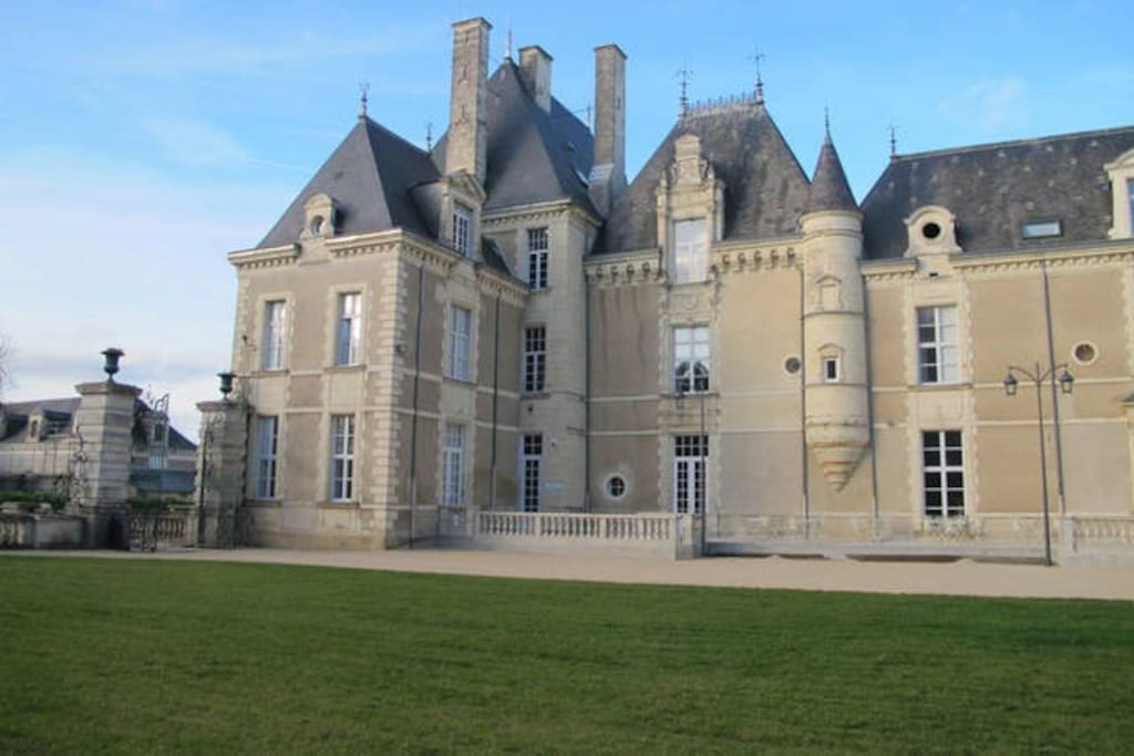 West Wing facade of the front of the chateau..
