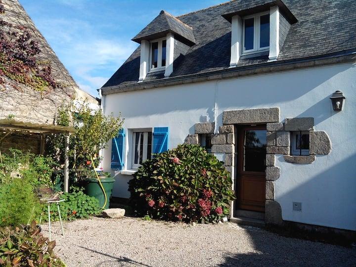 Maison située dans un hameau paisible.