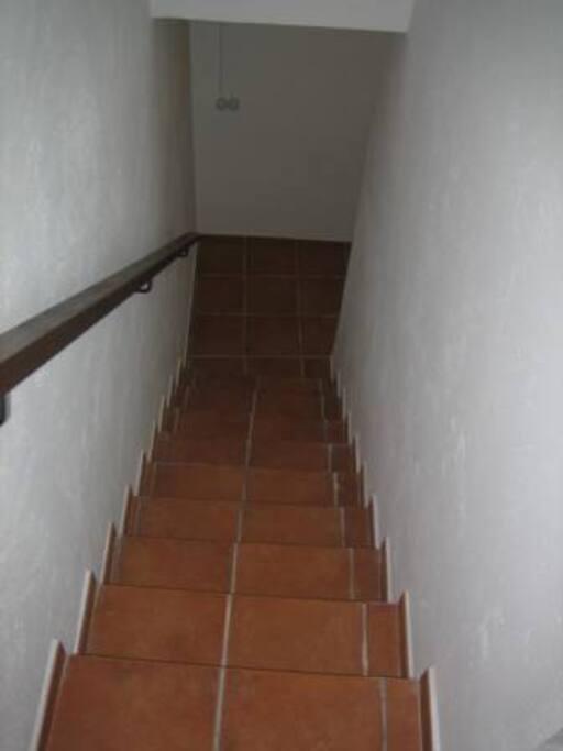 escalera hacia piso inferior
