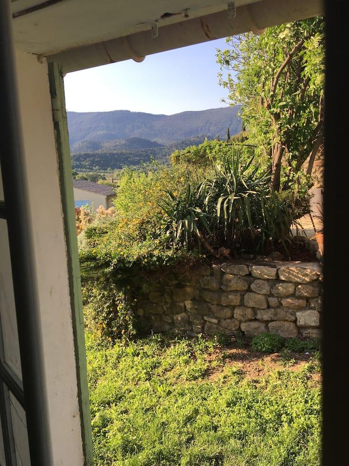 Chambre au pied du Luberon